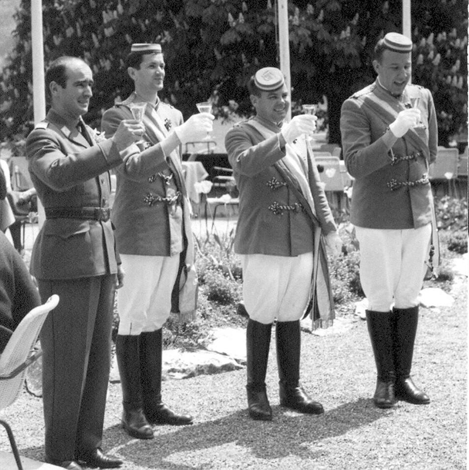 Hochzeit Sven 1965 - Fahnendelegation - Gox in Uniform_Pfus_Kito_Tasso 2